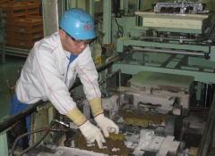 久留米工場の鋳造工程 |ダイハツ九州の期間工