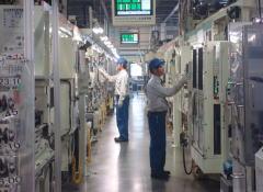 久留米工場の機械加工工程 |ダイハツ九州の期間工